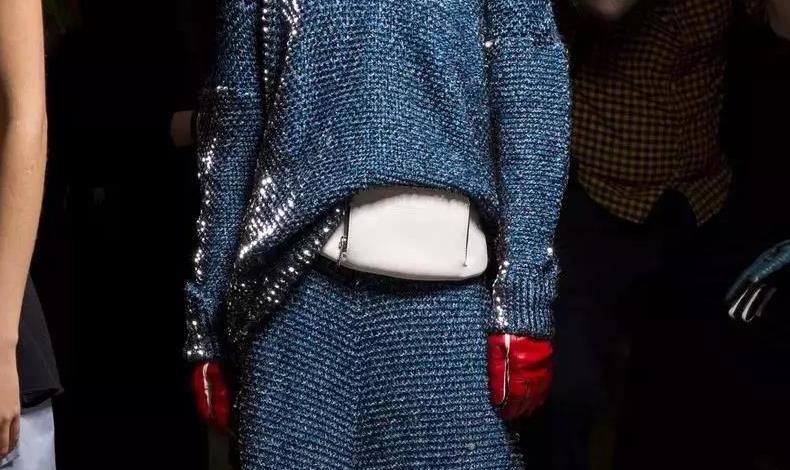 冬天針織裙怎么選 針織裙怎么選得好才能穿得好