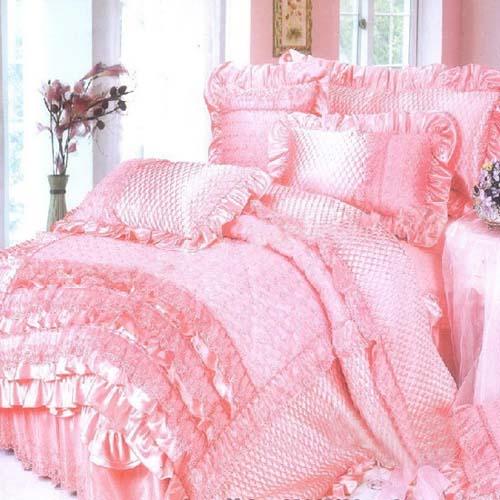 导读:随着元旦的来临,各种春节装饰品也逐渐掀起了热闹的氛围,不仅仅是吃的、穿的还有用的,当然也包括我们的床上用品哦,但是 床上用品什么牌子好呢?下面小编推荐7款经典时尚床品四件套图片,教你用温馨奢品的粉红来打造你的迷人欧式田园风格卧室!让您在新的一年里夜夜