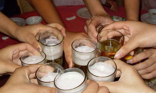 有应酬饭局怎样拒酒 拒酒宝典词帮你婉转拒酒