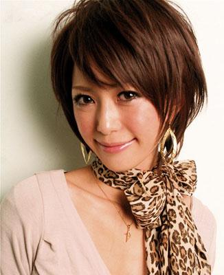 2011年最新发型设计 打造圆脸适合的蓬松纹理烫发发型