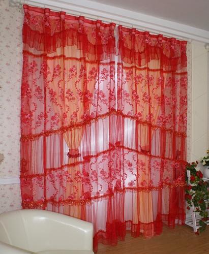 窗帘是现代家居必不可少的装饰品,一款轻盈飘逸的布艺窗帘飘窗图片,不仅能点缀格调生活空间,还能彰显出主人的高贵品位。下面小编就为大家推荐6款超唯美时尚的卧室飘窗窗帘图片,营造出春天般的清新迷人女孩卧室窗帘效果图。