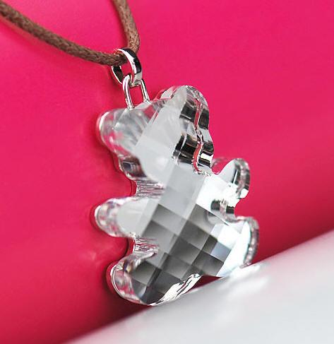 今年夏天流行天然水晶饰品 母亲节送施华洛世奇小熊项链时...