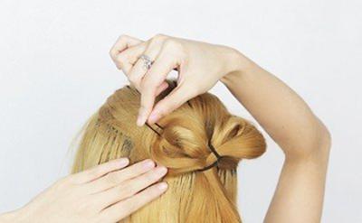 日系非主流蝴蝶结发型扎法步骤 (5)图片