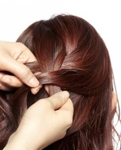 适合圆脸的发型 简单韩式编发大波浪卷发教程 (8)