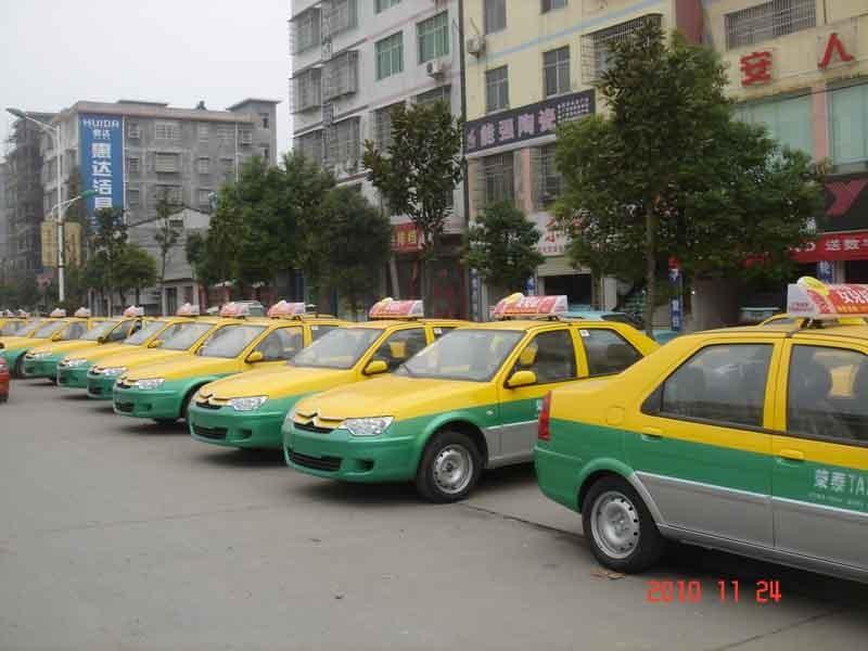 出租车坐椅广告屏存隐患 追尾撞击头部身亡 图高清图片