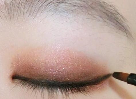初学者简单化妆步骤 樱桃小嘴+璀璨眼妆
