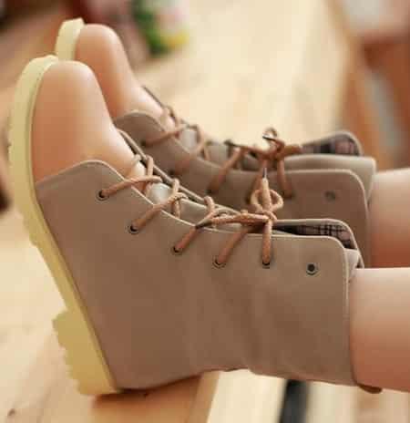 搭配 轻松/冬季复古系带鞋搭配轻松营造英伦风