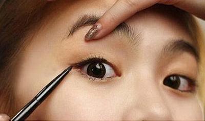 女生化妝步驟_初學者簡單化妝步驟_清新