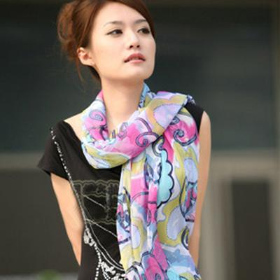 长丝巾巧妙系法 瞬间打造ol气质淑女 (3)图片