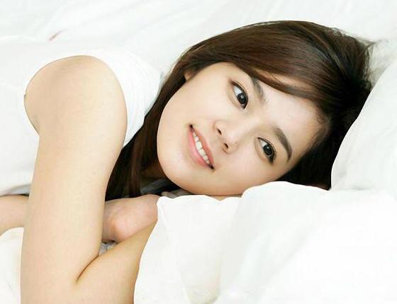 拥抱太阳的月亮韩佳人 演绎完美韩式妆容 荐