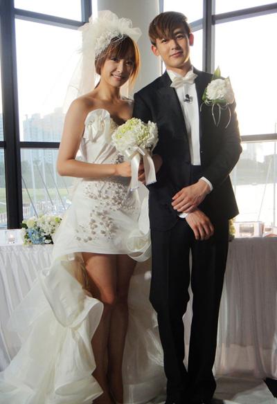 亚当/《我们结婚了》维尼红薯亚当夫妇 演绎唯美韩式婚纱 照...