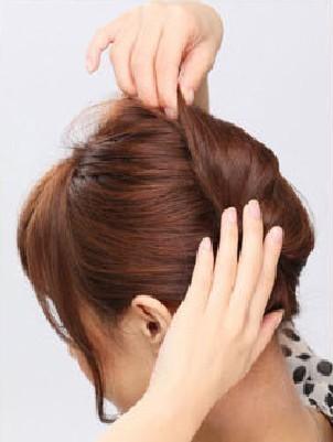 日常简单快速盘发图解 夏季清爽气质发型diy (6)