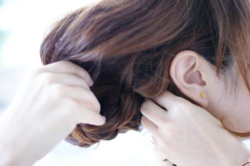 懒人专属发型:都市波西米亚风格甜美编发发型教程图片