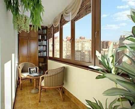 室内家居封闭式阳台设计 让家多一个实用而唯美的空间 小编点评:很有自然风格的设计,让封闭式的阳台瞬间进入到了大自然中,在这炎炎的夏日,藤艺的摆放,从视觉上就消除了炎热,绿色植物让空间更加的清凉。
