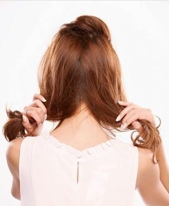 模特张子萱教你扎头发 看长发如何变短发图片