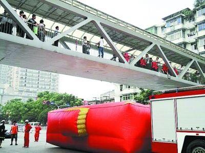 武汉长江二桥成 自杀大桥 17年百余人寻短见聚集地