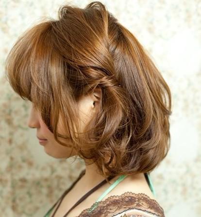 最新短发发型扎法 简单好看的可爱短发编发发型