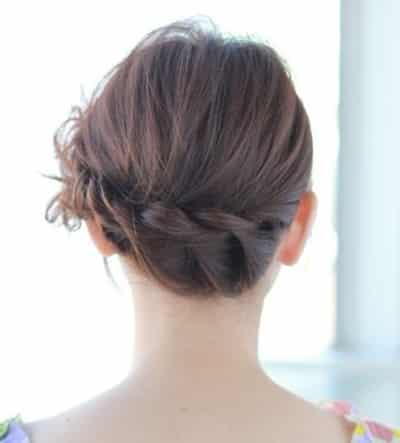 3款优雅气质韩式编发盘发;   后脑勺的编发延伸至侧编的花苞头造型图片