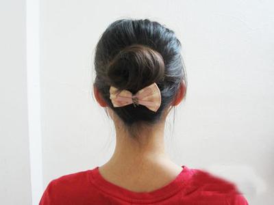 简单蓬松韩式花苞丸子头盘发 甜美diy发型扎法图解图片