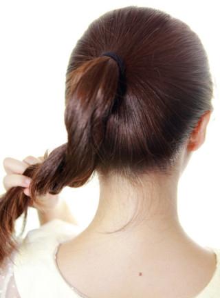 最简单丸子头的扎法图解 时尚发型随意搭 (3)