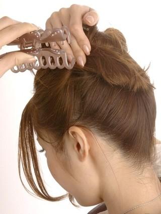 优雅气质让你美不胜收  导读:日系简单高发髻盘发发型扎法步骤图解图片