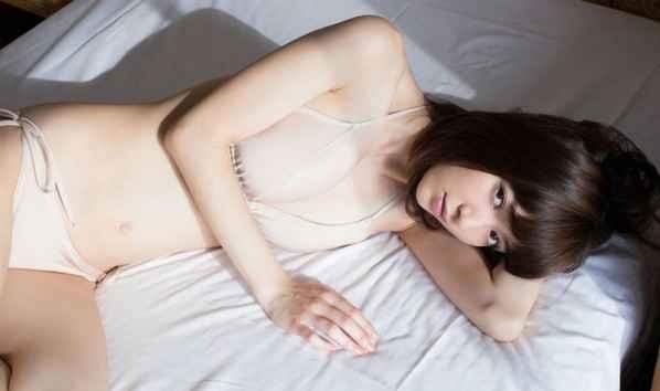 日本萝莉初长成 逢泽莉娜的性感美照