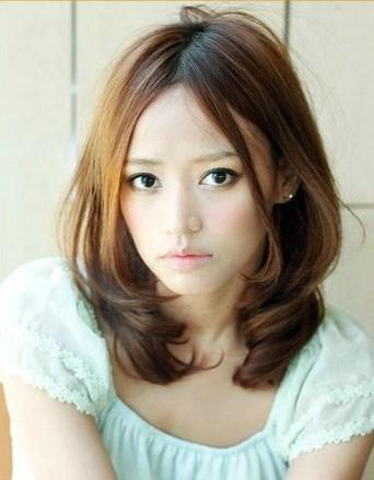 脸大的女生适合什么发型 5款中长发烫发轻松变小脸