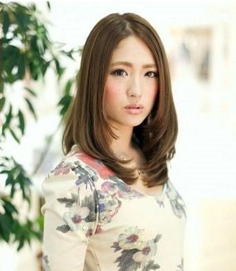 脸大的女生适合什么发型 5款中长发烫发轻松变小脸图片