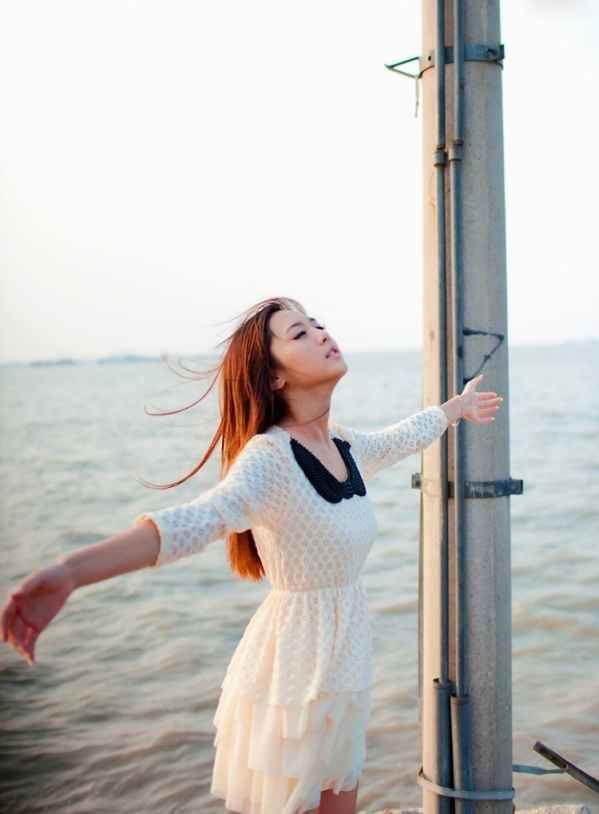 海边清纯美女风景图片