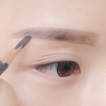 韩式一字眉妆容的画法