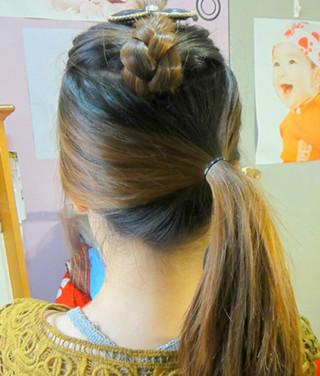 好看的马尾辫发型扎法 简单打造显青春女生发型 (3)