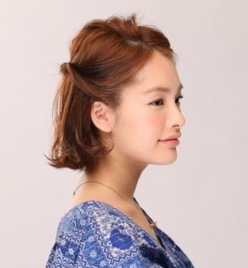名媛气质显瘦短发编发步骤七:注意侧面的位置,不要留有过多的发丝