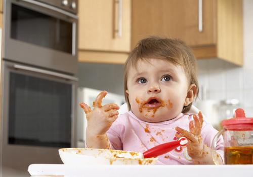 小孩不爱吃饭怎么办 9招轻松解决宝宝吃饭不专心的烦恼 (3)