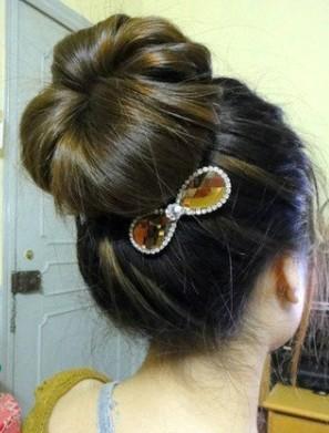 简单花苞头盘发扎法图解 diy纯美气质发型 (2)