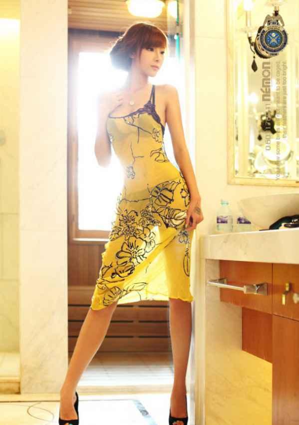 中国<font color=red>美女</font>模特酥胸堪比美胸皇后 被封最新宅男
