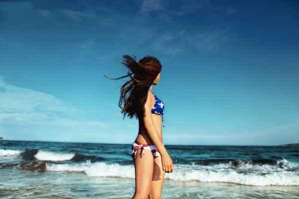 海边性感比基尼美女高清图片