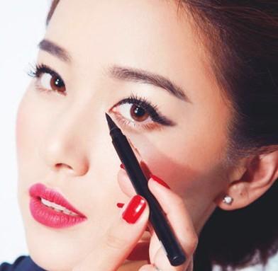 内双眼皮眼线的画法 不贴双眼皮也能打造大大眼妆