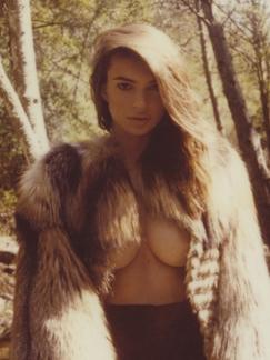 欧美超模全裸野外露玉乳 大尺度狂野性感美女图片