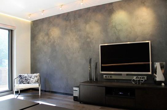 装修特点:混凝土创意装饰 这种用混泥土做电视背景墙是非常有创意的,但正是因为这种创新,让客厅的调子更加突出男性的阳刚气息。时尚、稳重的气息充斥着整个家居的主体空间,让客厅主导整个房子的格调。