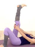 女生瘦腿运动的最快方法 简单瑜伽瘦腿动作促进血液循环