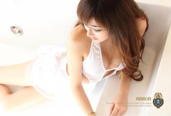 漂亮性感的美女护士写真 制服诱惑令人遐想