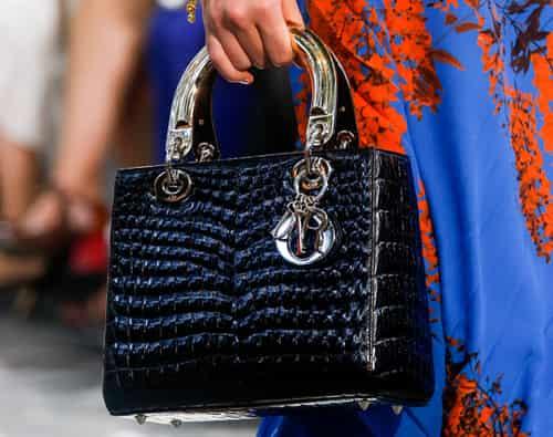 异国情调浓烈的蟒蛇纹和鳄鱼纹包包时尚又现代