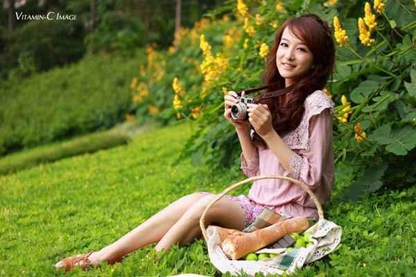 清纯可爱美女校花户外写真