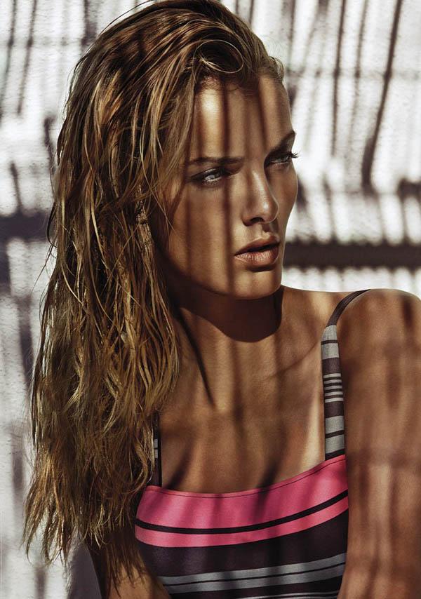 沙滩宝贝性感泳装广告大片 香艳动人马上有美