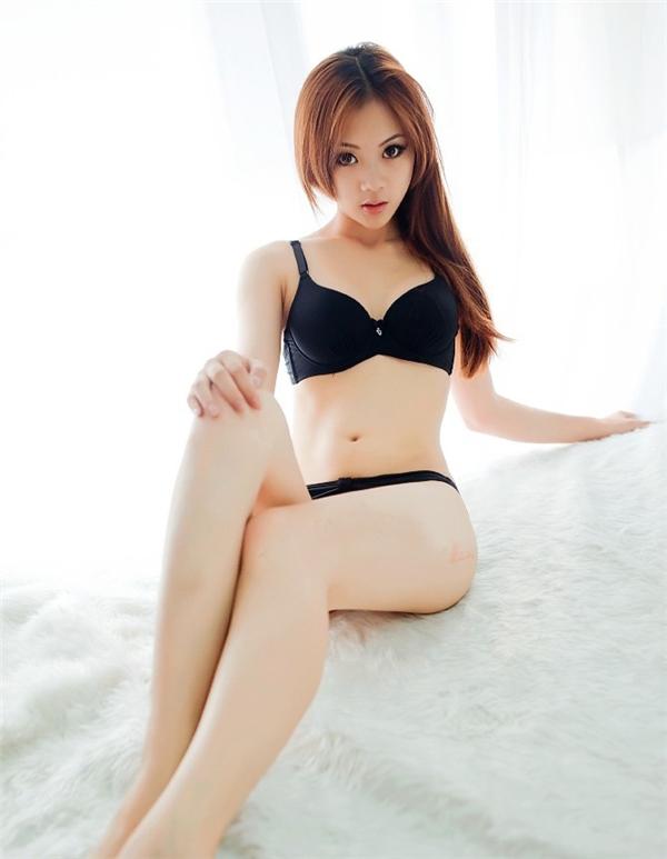 白皙美女性感内衣写真图片 性感湿身画面令人