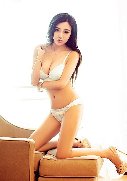 惊艳美女酒店性感写真集 挺拔双峰+逆天大长腿