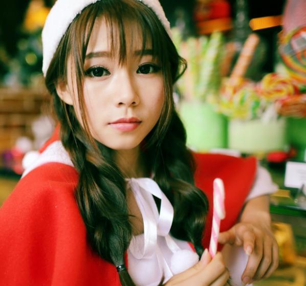 圣诞节小红帽美女清纯写真 抢眼红色生活照展