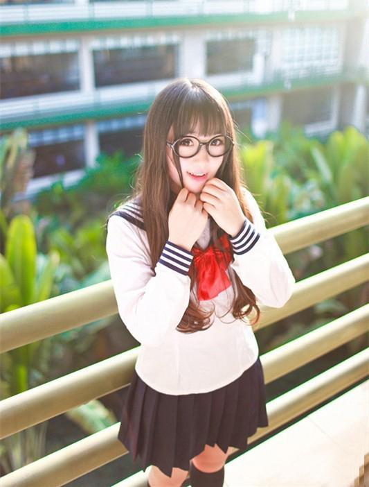 校园齐刘海清纯美女图片 镜框校服卖萌惹人爱