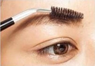 韩式粗平一字眉的画法图解 轻松学会韩剧柔美妆容 (3)图片