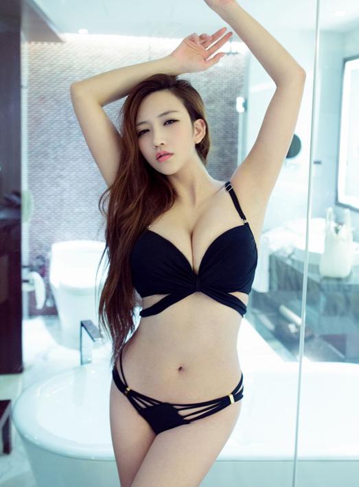 E罩杯嫩模性感图片 长腿美女高清写真